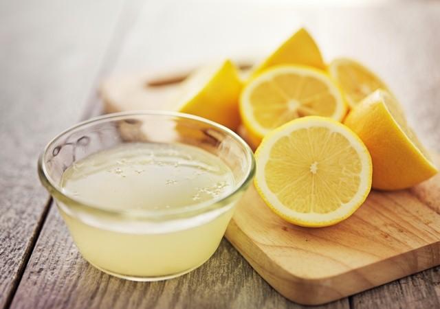 freshly squeezed lemon juice in small bowl