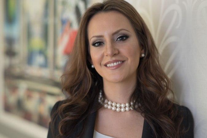 Ana Larrea-Albert, Latina entrepreneur