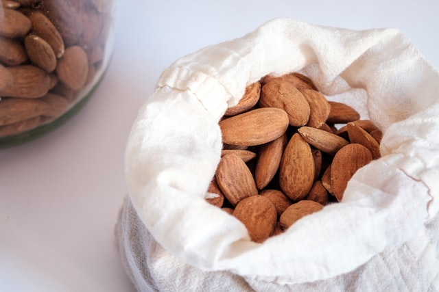 almonds, snacks to boost productivity